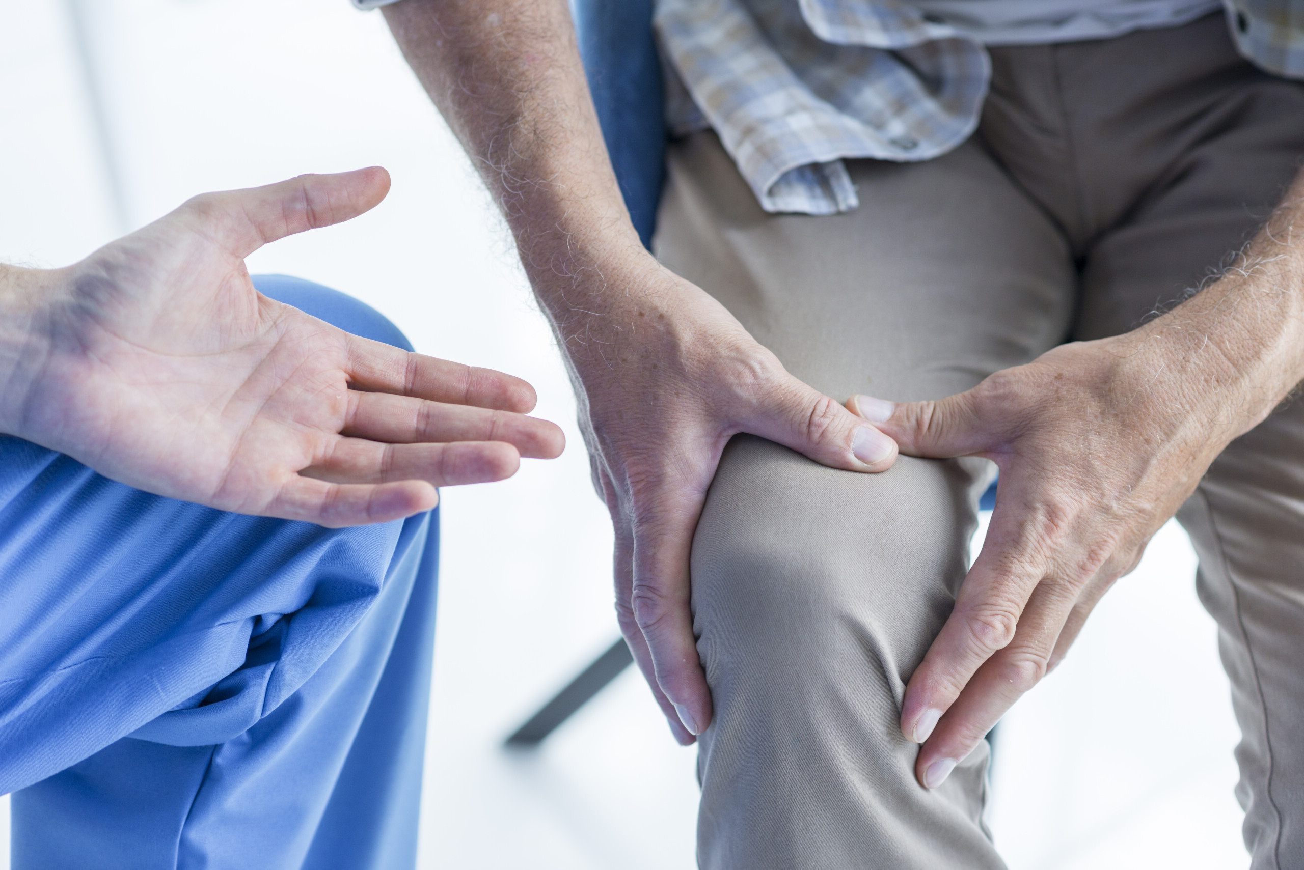 Causes of Sharp Pain in the Kneecap when Climbing Stairs