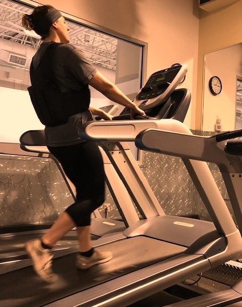 Should You Hold Onto a Treadmill at High Incline?