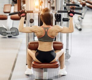 Lat Pull-Down Mistakes that Only Women Seem to Make