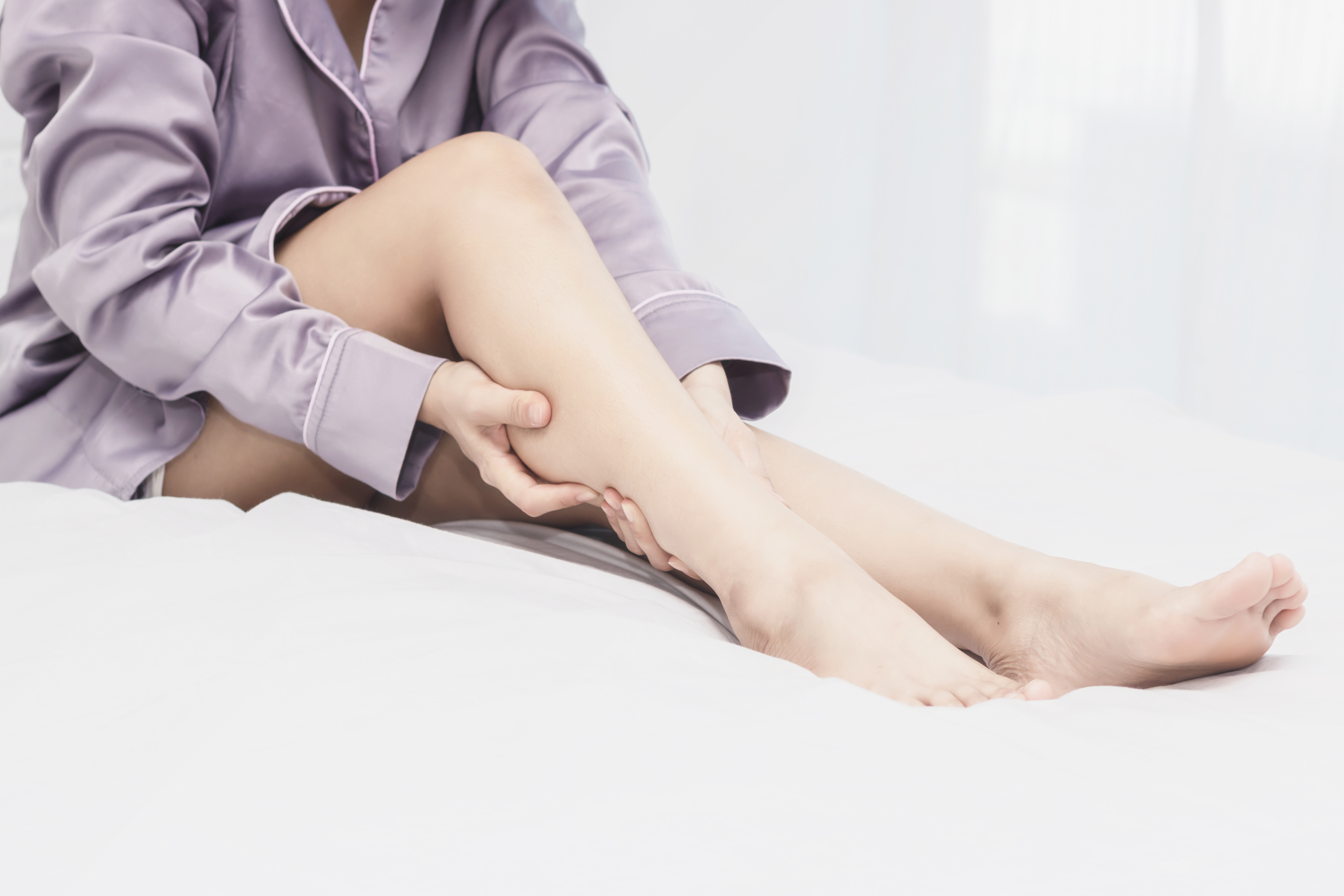 Limbs Fall Asleep Easily? Causes, Solutions to Numb & Tingling