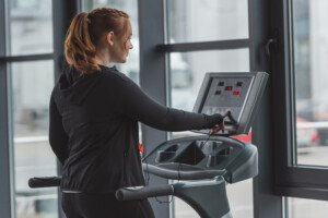How to Maximize Calorie Burn Using a Treadmill Incline