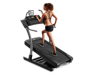 Should You Hold Onto a 40 Percent Incline Treadmill to Walk ?