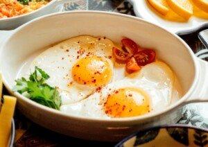 Whole Eggs vs. Egg Whites for Building Muscle: Comparison