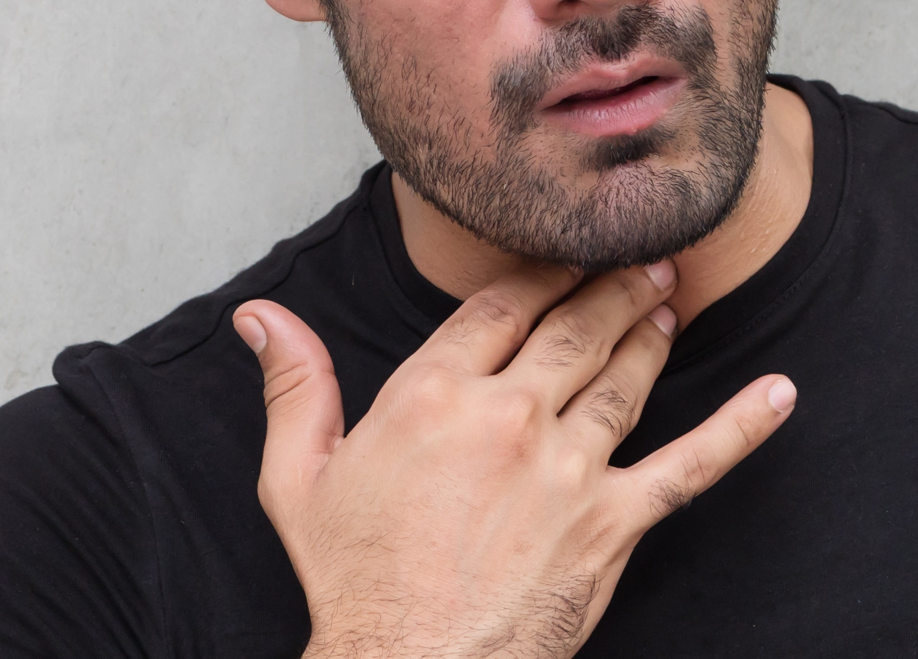 Can Cancer Cause a Swollen Feeling in the Throat?